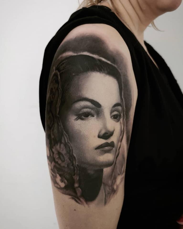 Piotrek - salon tatuażu Miniol Sieradz